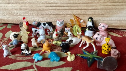 Mini animals, chilling before they get mixed in with the larger collection.