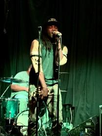 Shemarr Allens sings